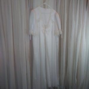 Barbazon White Ribbon Tie Vintage Robe